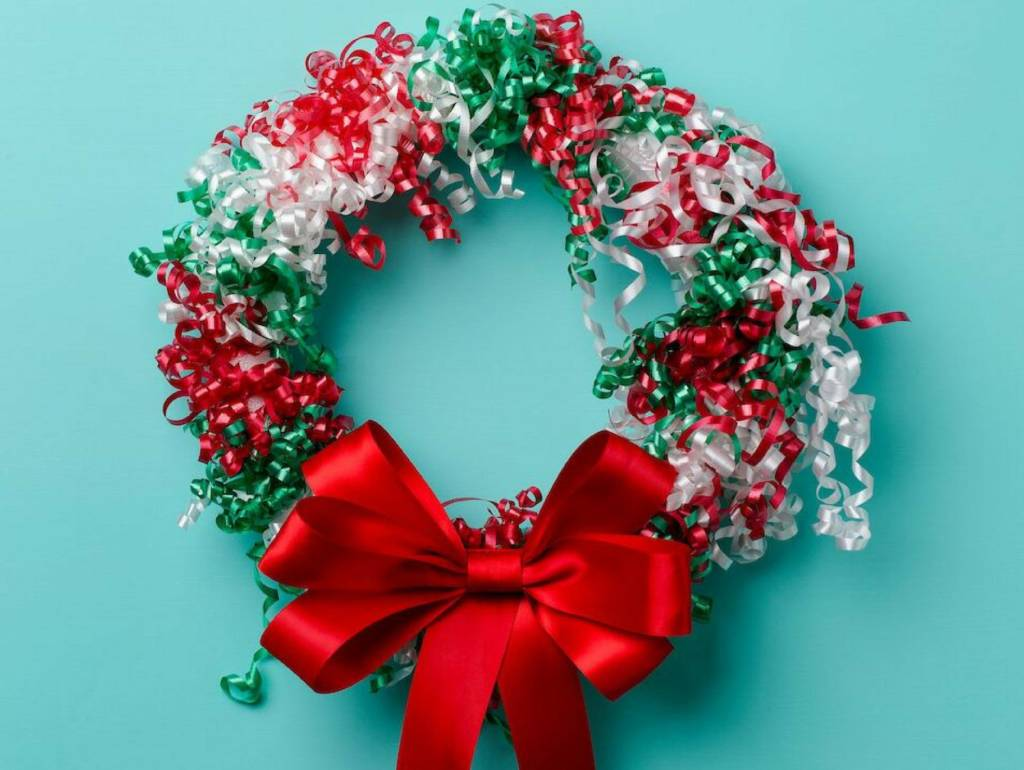 Wreaths-Ribbons-great-decorative-services